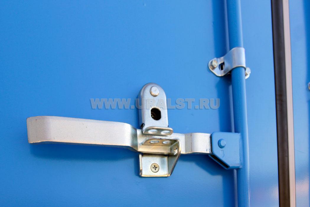 Запорное устройство распашных дверей.